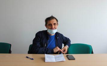 Boštjan Milavec v pisarni