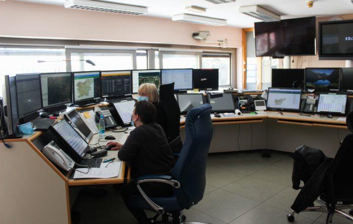 Center za obveščanje - soba, polna računalnikov